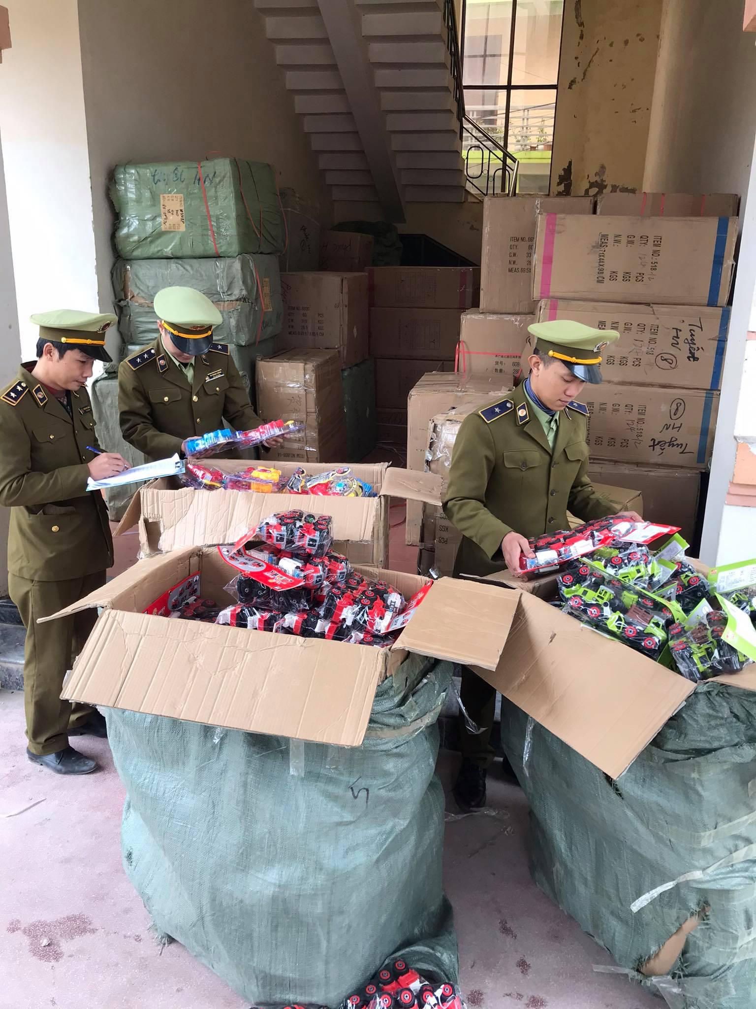 Quản lý thị trường Quảng Bình bắt giữ lô hàng giả, hàng nhập lậu có giá trị lớn
