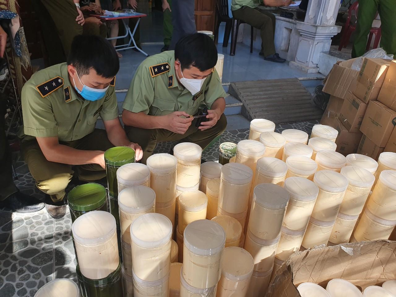 QLTT Quảng Bình: Phát hiện, thu giữ gần 1 tấn kem, hóa chất mỹ phẩm không rõ nguồn gốc xuất xứ
